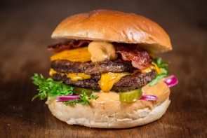 Melted Double Cheese & Bacon Hampurilainen