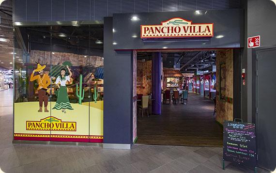 Ravintola Pancho Villa Hyvinkää - sisäänkäynti ja valomainos