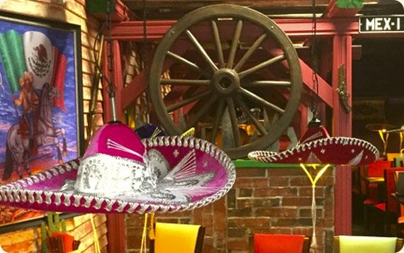 Ravintola Pancho Villa Express - Tornio - koristeet ja sombrerot